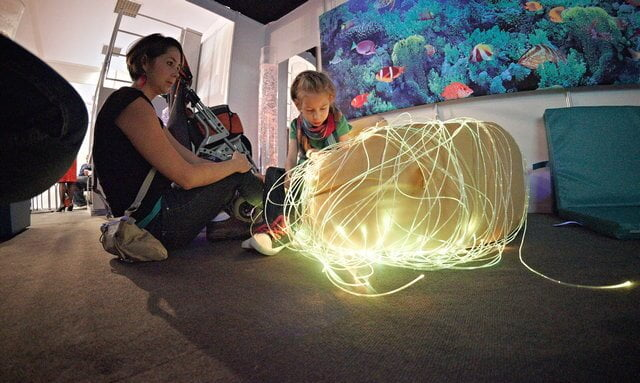 Targi rehabilitacyjne w Łodzi, 2011, sala doświadczenia światła